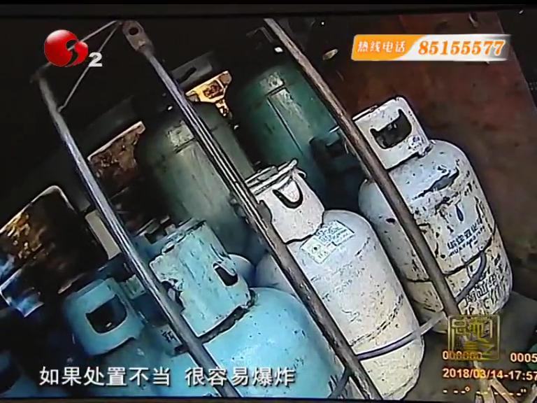"""拆座装了23个煤气罐  面包车变""""移动炸弹"""""""
