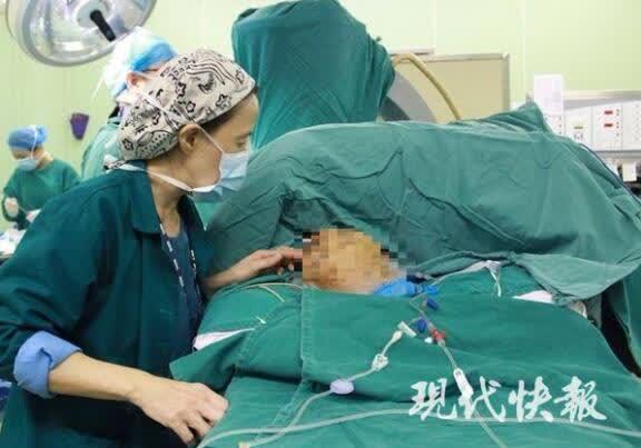 患癌老人国际航班上突发疾病,南京医生万米高空救人
