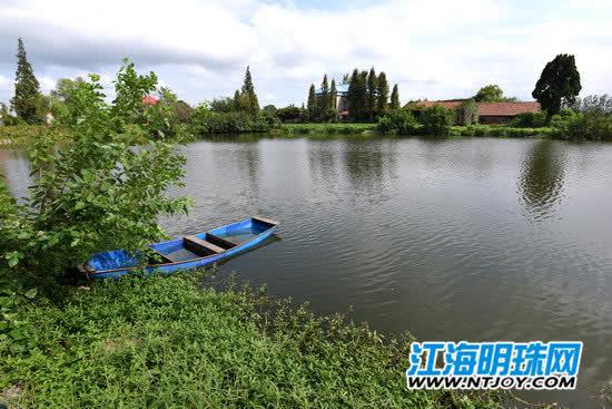 孙海峰夫妇捕鱼的小船.jpg