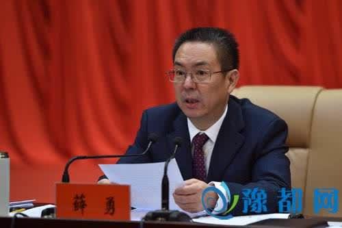 河南沁阳市委书记景区现场办公不慎坠崖 因公殉职
