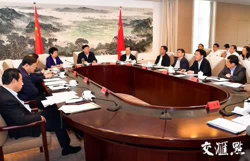 5月14日,江苏省委书记娄勤俭在南京主持召开省委常委会。 交汇点记者 张筠 摄