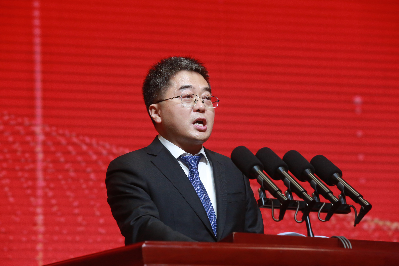 企业家代表中国天楹股份有限公司董事长严圣军发言