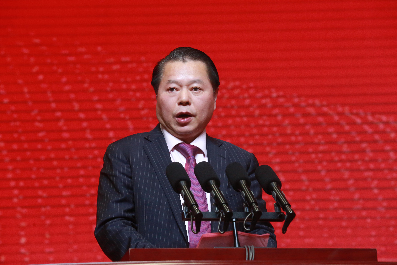 企业家代表月星集团董事局主席丁佐宏发言