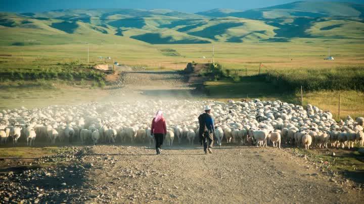 图为青海海南藏族自治州视觉中国。