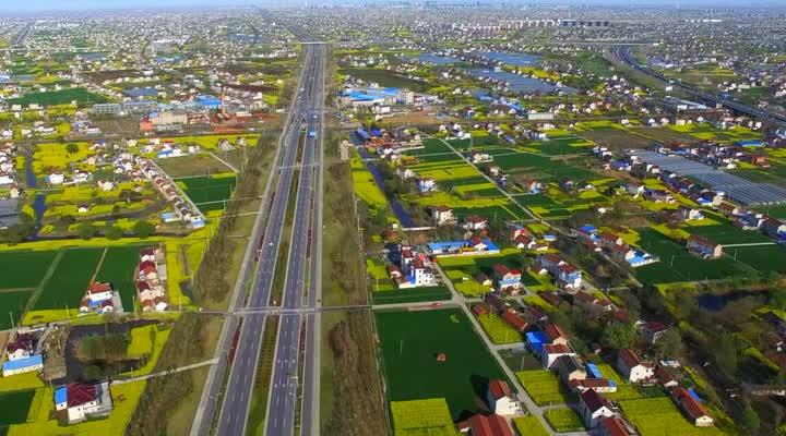 21%;城区绿化覆盖率约43.3%,城市人均公园绿地面积18.